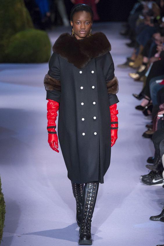 Abrigo original con piel.