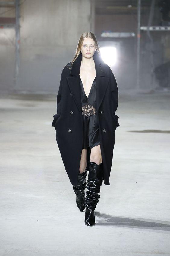 Abrigo negro de gran tamaño