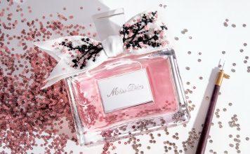 Frøken Dior duft i en vakker båndflaske