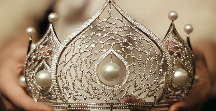 Corona para la ganadora de Miss Rusia 2017.