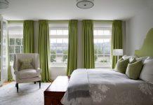 grüne Vorhänge im Innenraum