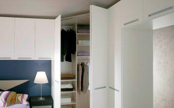 Дървен бял шкаф