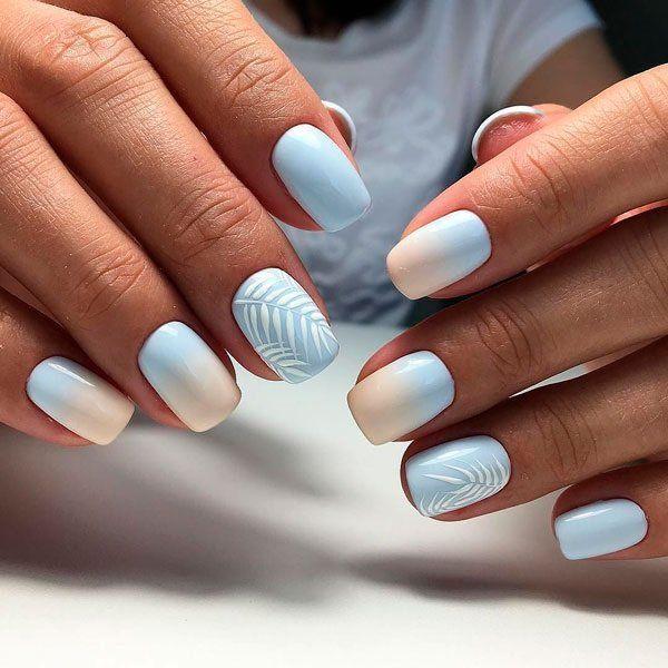 Manicure lembut dalam warna biru