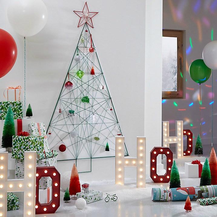Árbol de Navidad de hilos en la pared.