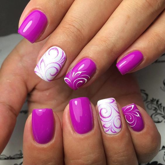 Gabungan kontras di manicure
