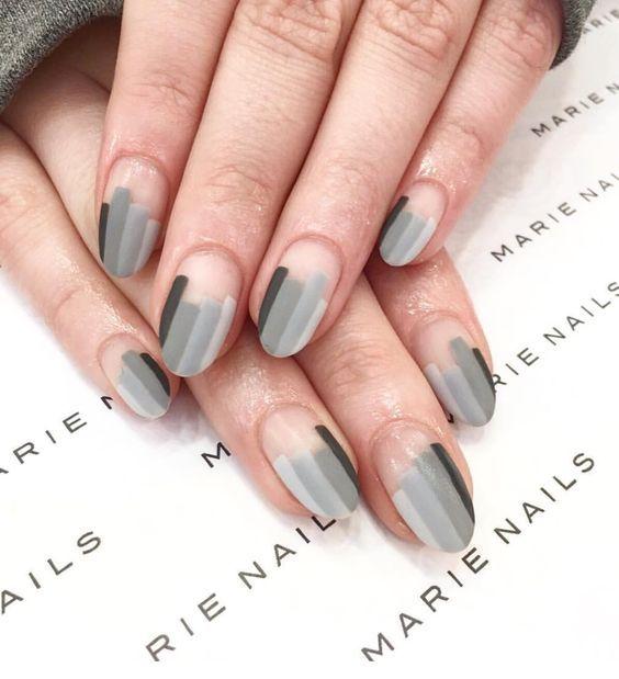 Jalur kelabu dalam manicure