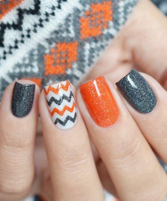Gabungan warna terang dalam manicure