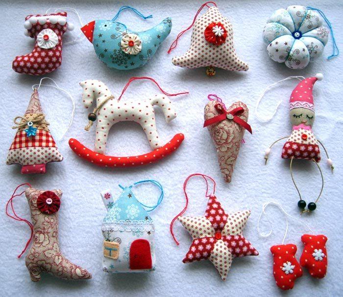 Variedad de juguetes de fieltro.