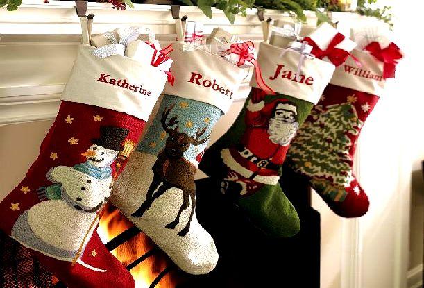 Calcetines navideños con imágenes brillantes.