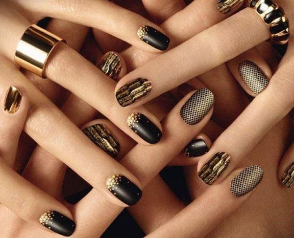 Emas halus pada hitam