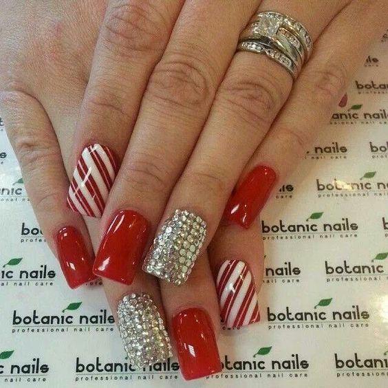 Warna Tahun Baru dalam manicure