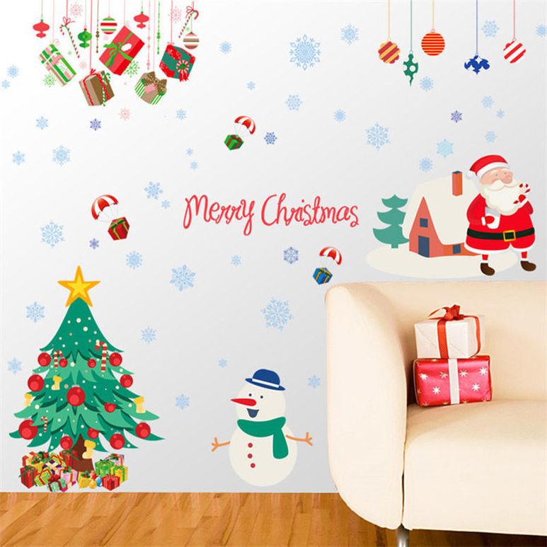 Vinilo de arbol de navidad en la pared.