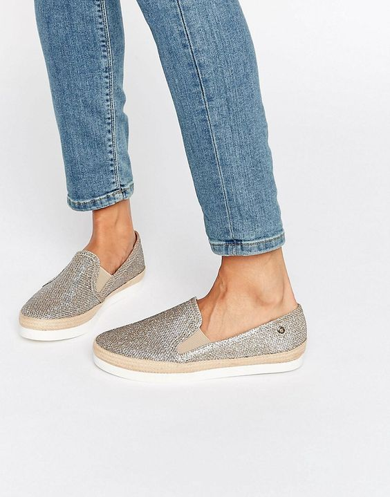 IZLOžBOM koje dobre šuze! šetnja kroz povijest obuće, željeli smo pokazati različita značenja koja cipela ima u.