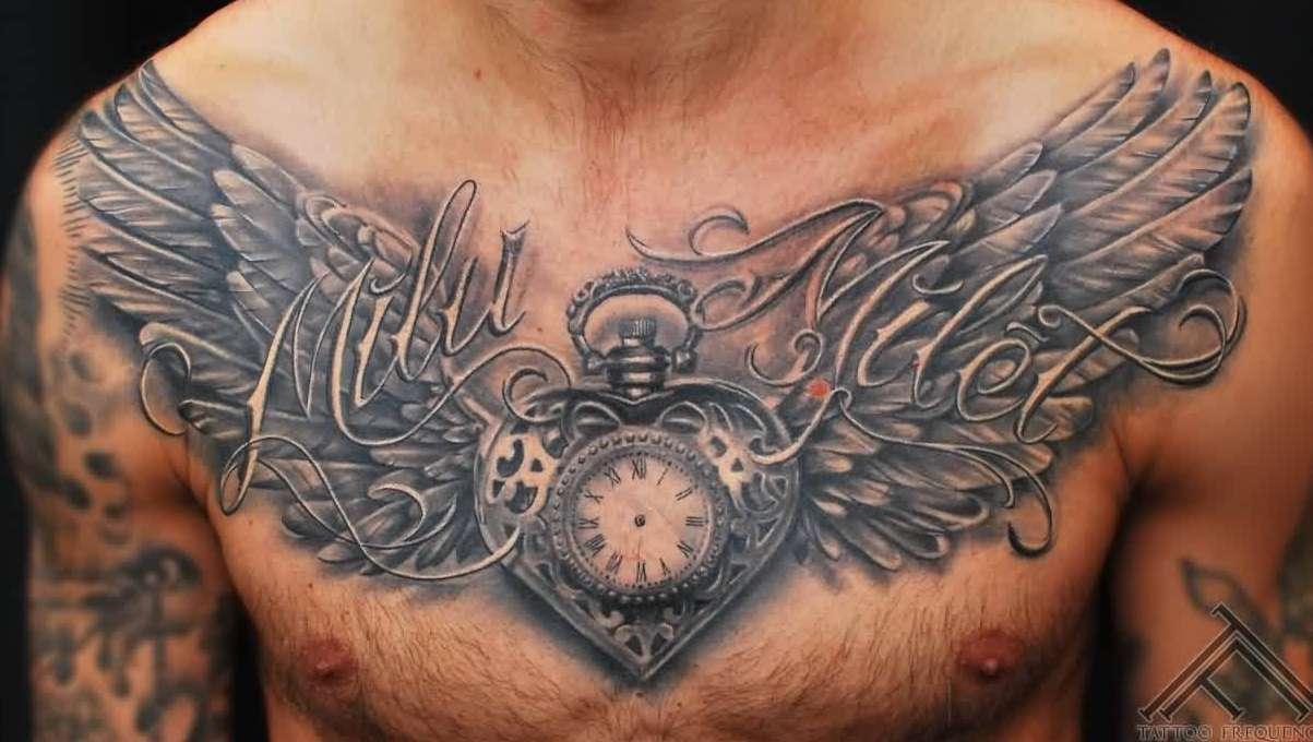 neobvyklé tetování na hrudi