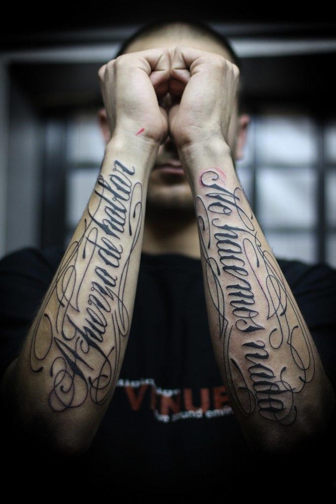 tetování na obou předloktích