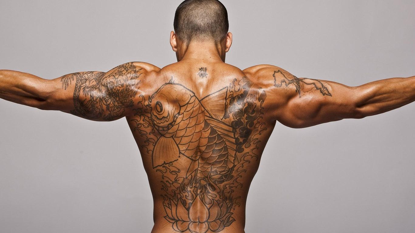 tetování na zadní straně