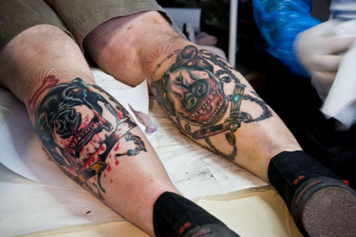 tetování nebo tele nohy