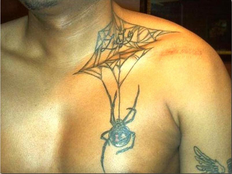 татуировка на гърдите